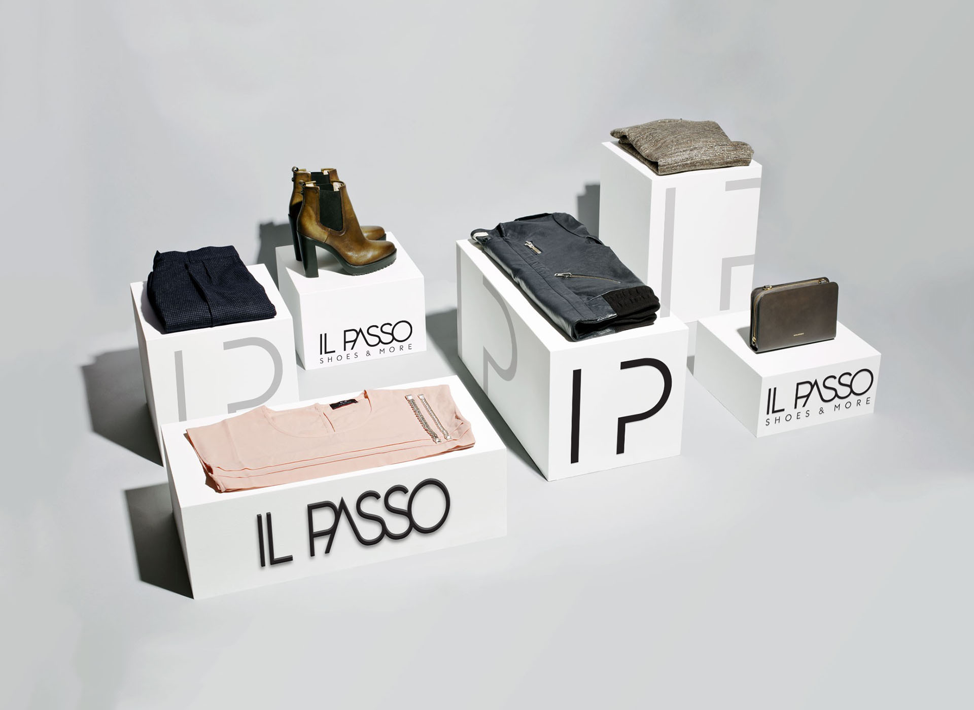 ilpasso shoe stands